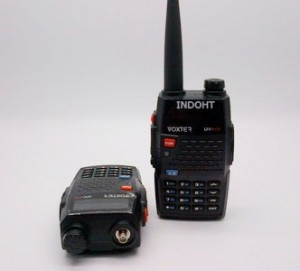 Radio Komunikasi Di Mobil Handy Talky HT VOXTER UV-V9 Tri Band VHF/UHF Power 5 Watt